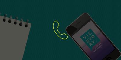 Vicstory Contact - beeld met iPhone en bel icoon